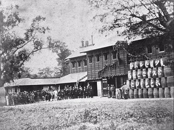 開拓使麦酒醸造所からサッポロフアクトリーへ明治9年我が国最初の麦酒 ...